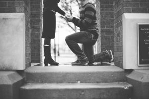 Man proposes to girlfriend